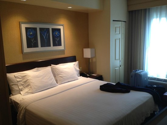 SpringHill Suites Dulles Airport: room & bed