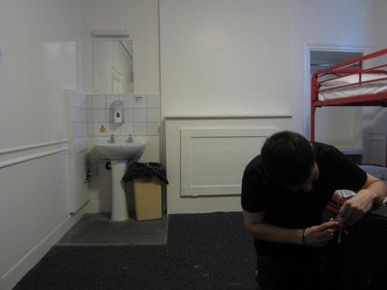 Astor Museum Hostel : Lavatorio en el cuarto