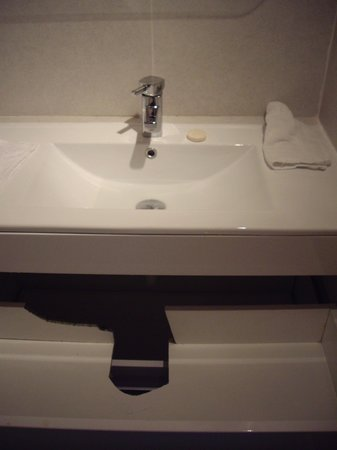 Three Wells Hotel : How to not fit a Vanity Unit