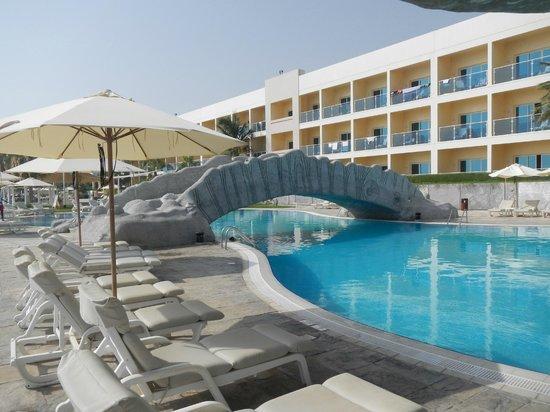 Radisson Blu Resort Fujairah: poolside 2
