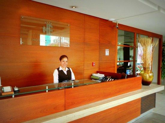 Embassy Hotel: Lobby