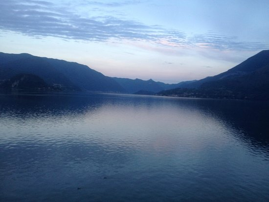 Hotel du Lac: Early morning photo of Lake Como from Room