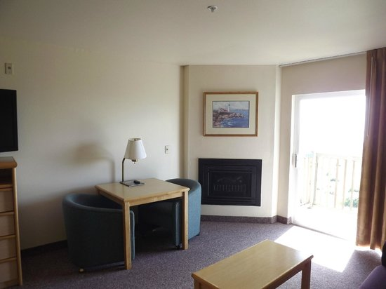 BEST WESTERN Lighthouse Suites Inn: Room with foreplace and balcony