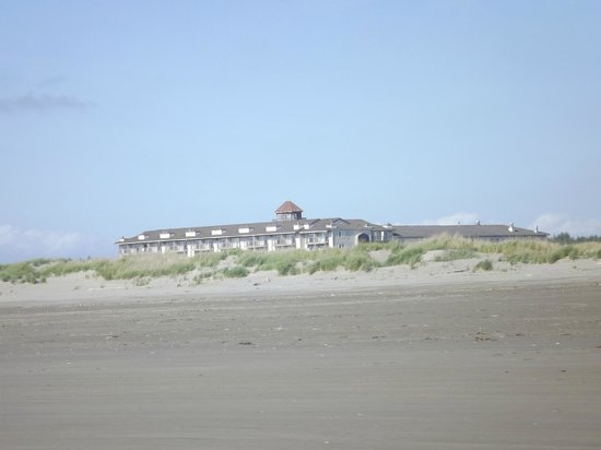 Best Western Lighthouse Suites Inn: Hotel view from beach