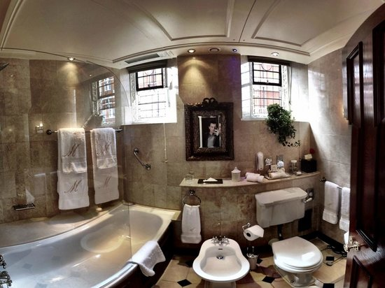 The Milestone Hotel: Bathroom