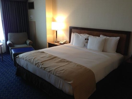 DoubleTree by Hilton Hotel Tulsa - Warren Place: Nice bed!