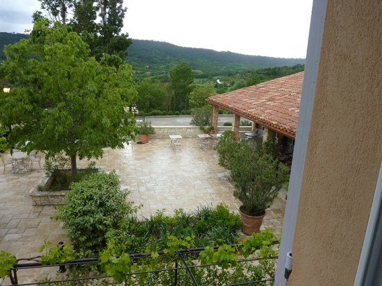 Les Restanques de Moustiers : View from room on a rainy day