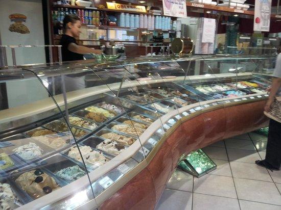 gelateria azzurro : Ice cream ahoy!