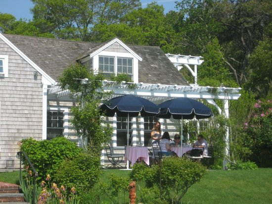 A Little Inn on Pleasant Bay: Breakfast on the terrace