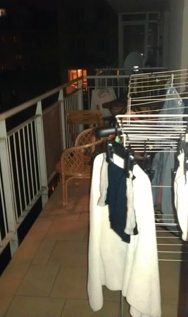 Akacfa Holiday Apartments: Balcony with airer