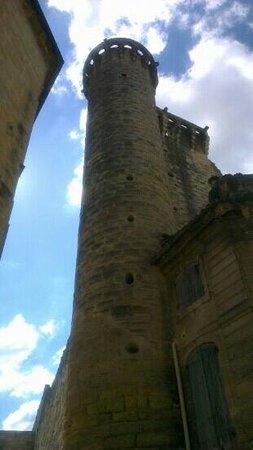 Le Duché : une autre tour, sur l'angle.