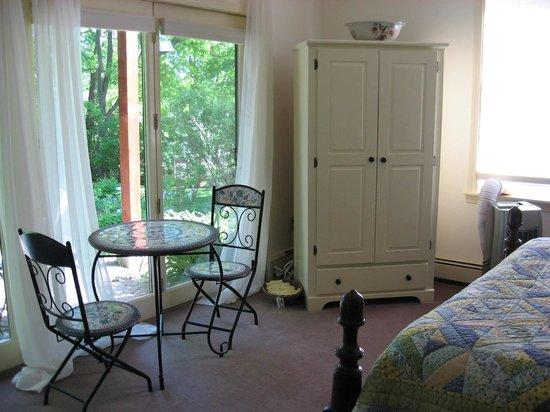 Hawthorn Inn: cabriolet room