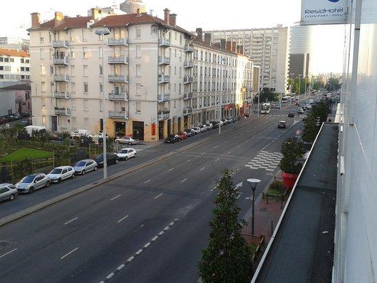 ResidHotel Lyon Part-Dieu : Vue de l'hôtel vers la gare, 10 mn à pieds