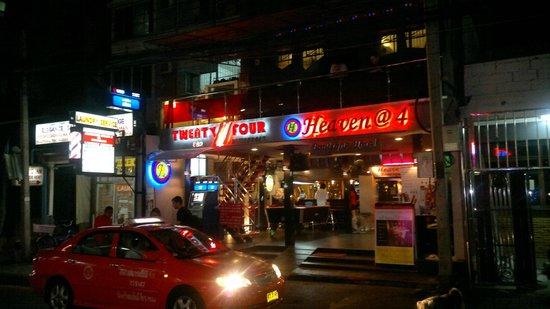 โรงแรมเฮฟเว่น แอท โฟร์: At Night time