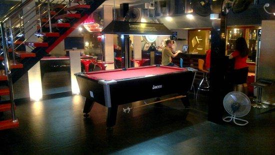 โรงแรมเฮฟเว่น แอท โฟร์: Pooltable at entrance