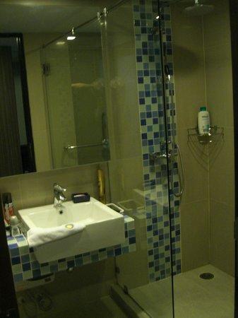 Heaven@4: Bathroom