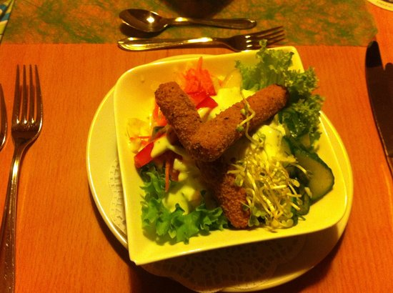 Sportcenter am Stadtpark: Salat mit gebackenen Mozarella-Sticks