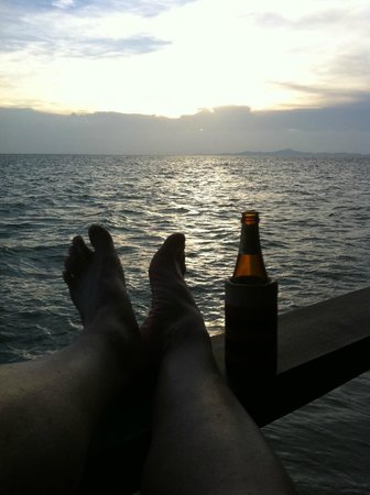 Drifters Beach Cafe: Sunset and a beer... what more do you need?