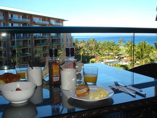 Honua Kai Resort & Spa: breakfast on lanai