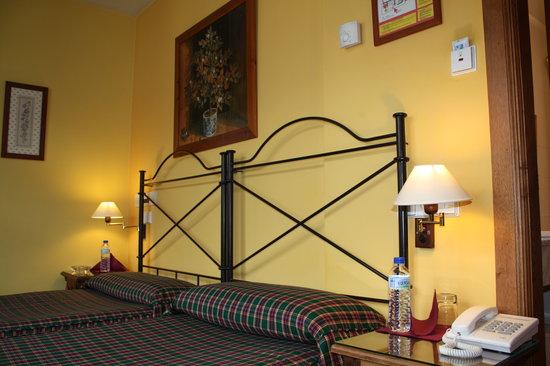 Hotel Cenera: HABITACION