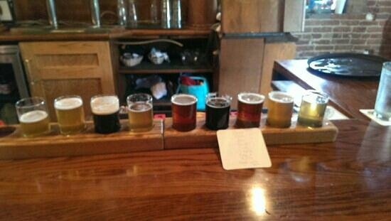 Grizzly Peak Brewing Company : flight of all nine brews - I'm torn between El Hefe and the Gold