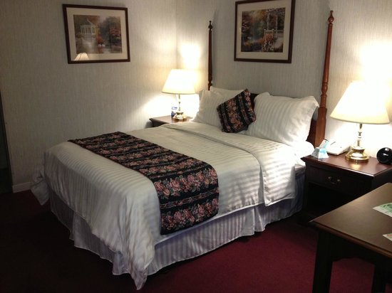 Travelodge Redding CA: Nicely decorated.