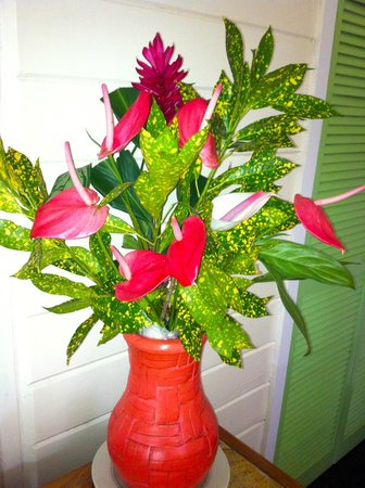 Fond Doux Plantation & Resort : fresh flowers in room