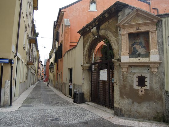 Ca' Vendramin: historical streets outside