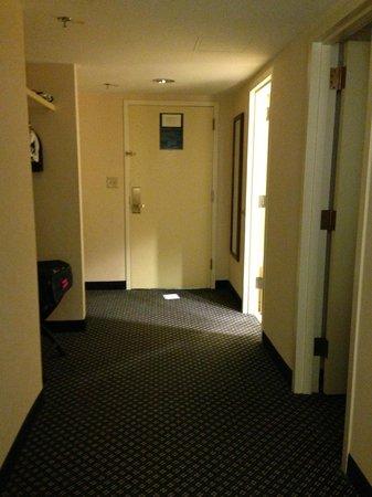 Houston Marriott Westchase: Interior hallway