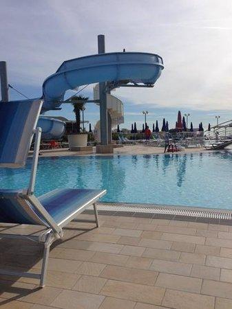 Hotel Cesare Augusto: Piscina con scivolo