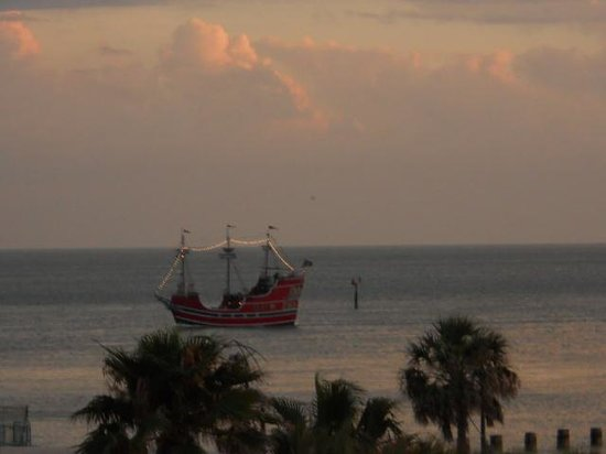 Seaside Inn & Suites Clearwater Beach : pirate ship