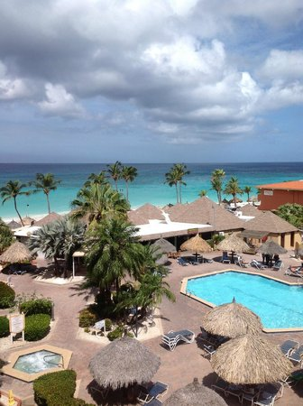 Casa Del Mar Beach Resort: Pool and ocean view.