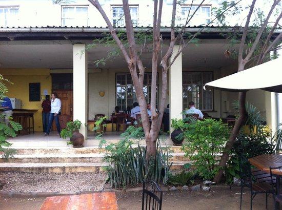 Logali House: Outside patio