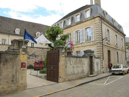 L'Hotel De Beaune: Hotel entranceway