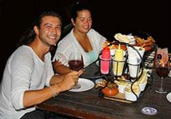 Samba Grill Cafe: Vrienden genieten van de Tapas