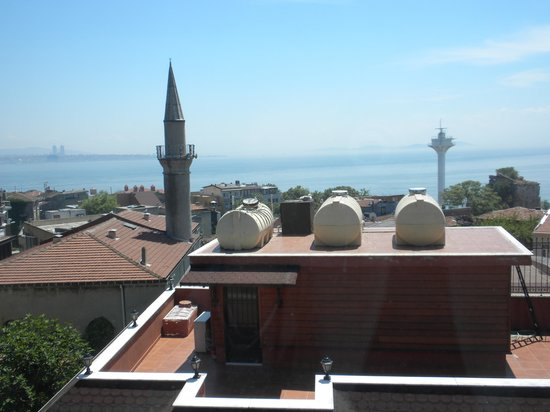 Dersaadet Hotel Istanbul: View of the Sea of Marmara from our room