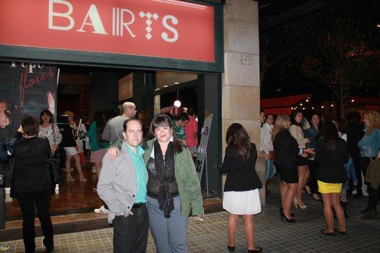Hostal BCN Port: alrededores teatro barts