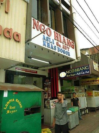 Ngohiang Gang Aut: The Restaurant