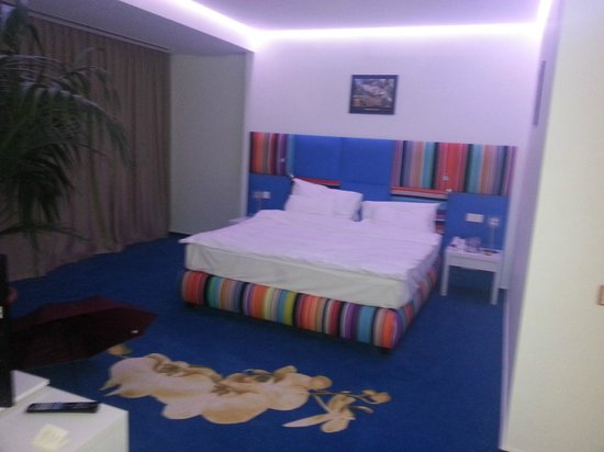 Marshal Garden Hotel : Zeer ruime kamer, goed bed