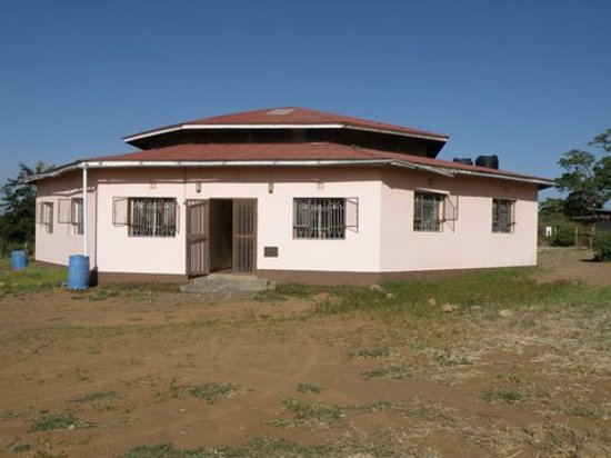 Tembo Guesthouse: Guest house from front