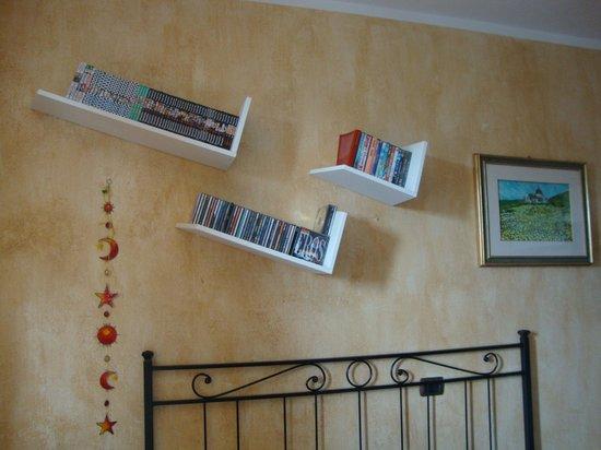 Bed & Breakfast Santa Lucia: Particolare dela camera fior di lotto
