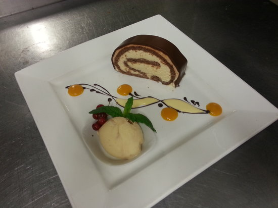 Comme Ca Restaurant: Chocolate and Caramel Roulade
