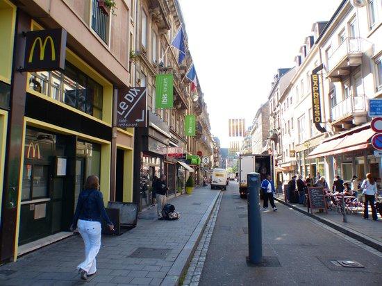 Ibis Styles Strasbourg Centre Gare: The hotel street