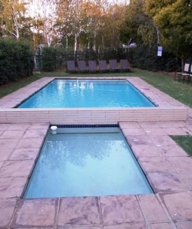 Birchwood Hotel: Small swimming pool