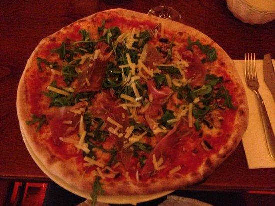 Parlamento Degli Angeli: Pizza Parlamento - YUMMY!!!