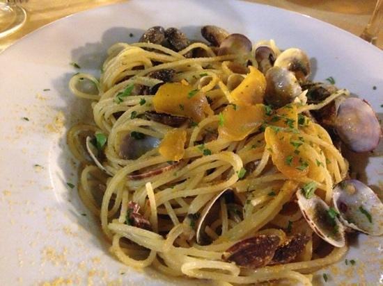spaghetti arselle e bottarga - Foto di La Taverna del Lupo di Mare ...