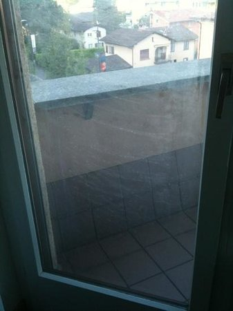 Hotel Sasso Boretto : windows in room. They said the windows are actually unable to be cleaned.