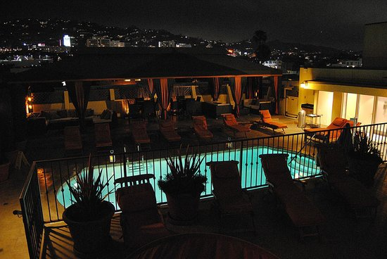 Le Parc Suite Hotel: Rooftop Pool
