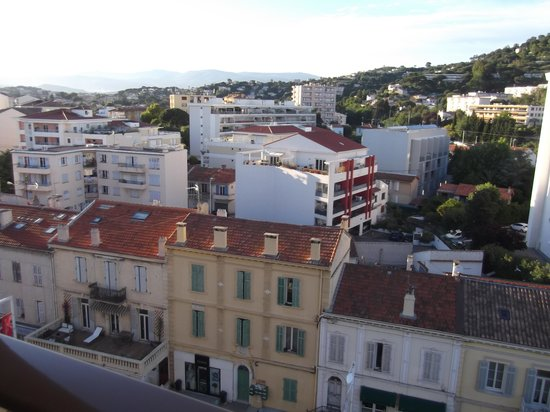 Ibis Cannes Plage La Bocca : Left view.