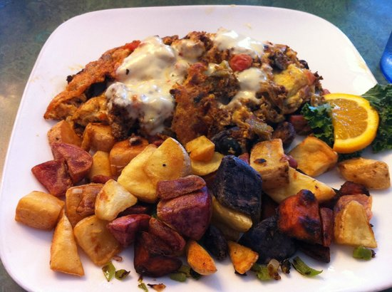 Red Rock Cafe: Omelet and roasted potatoes